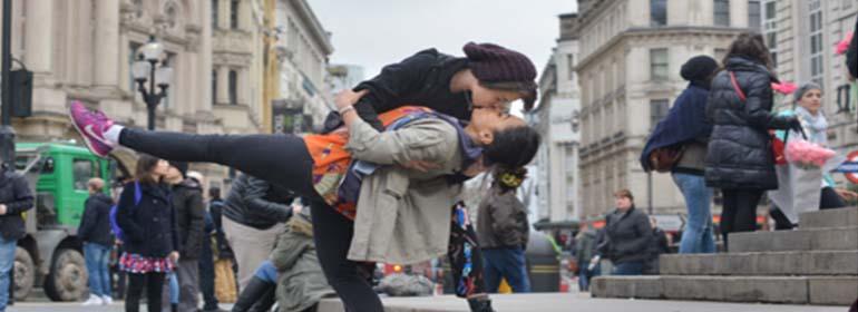 london kiss in