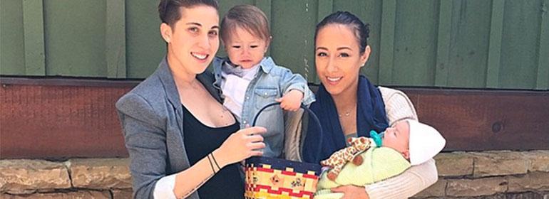 Lesbian Couple S Super Cute Pregnancy Photo Goes Viral Awh Gcn