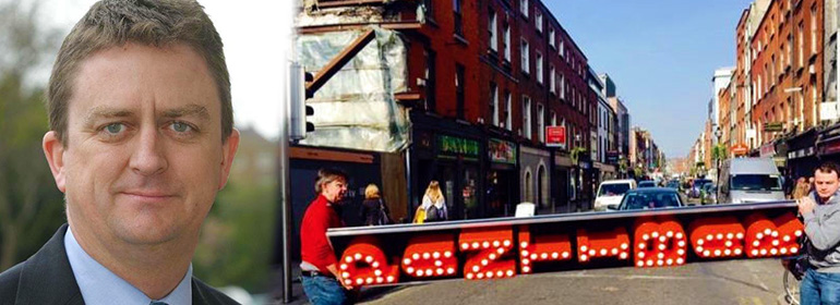 David Quinn on left who wants to keep the pantibar sign up on right (with two guys carrying sign on capel street)