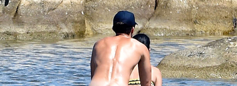 Orlando Bloom naked in the sea