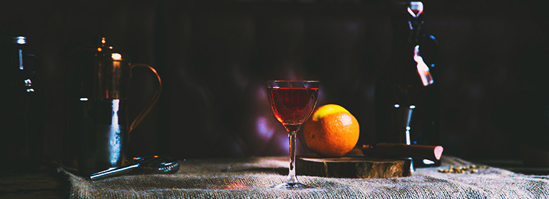 Poitín cocktail with an orange and bottles