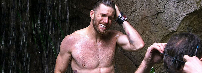 Joel Dommett showering topless in Celebrity Big Brother, the man who is one of the points in today's Cuppán Gay