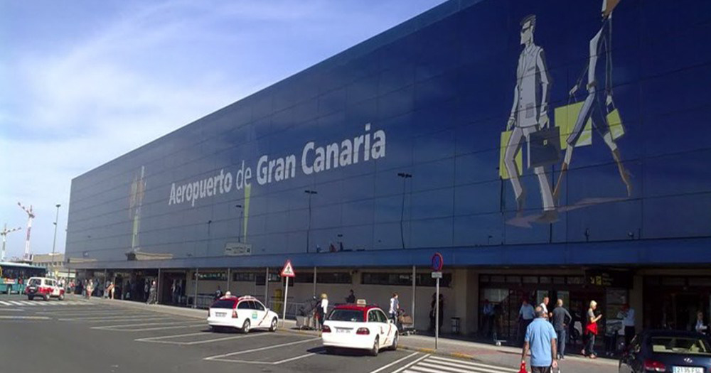 british-tourists-arrested-abusing-gay-couple-flight-gran-canaria