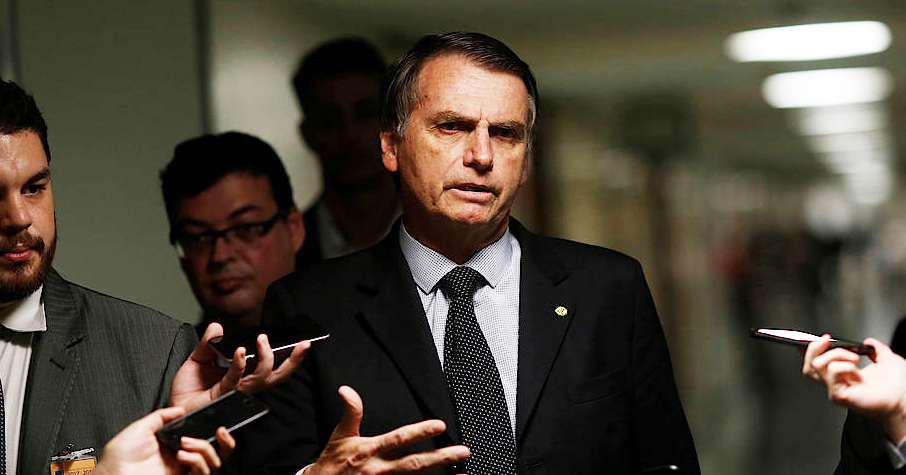 Presidential candidate Jair Bolsonaro being questioned by reporters in a corridor