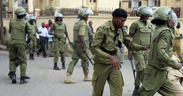 Image of several Tanzanian police armed and in uniform.