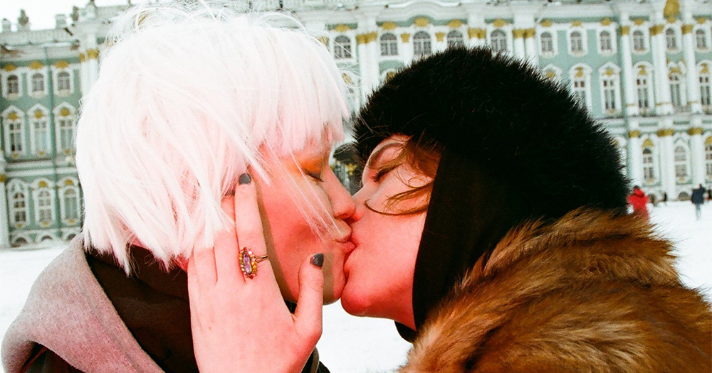 lgbt-youth-kissing-front-russian-landmarks