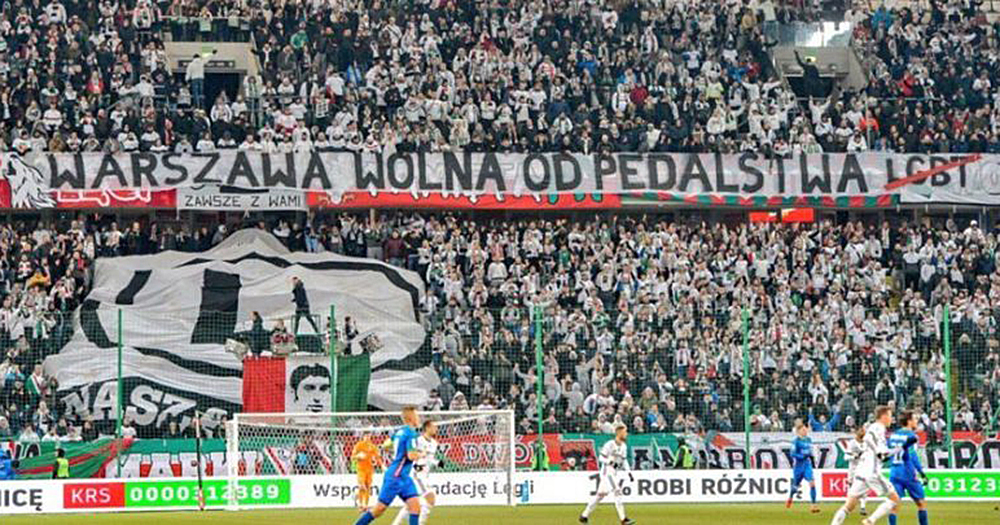 Warsaw homophobes unveil a banner reading