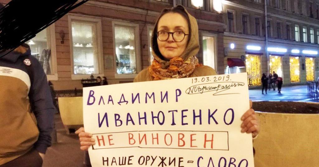 Yelena Grigoryeva holding a placard at a protest