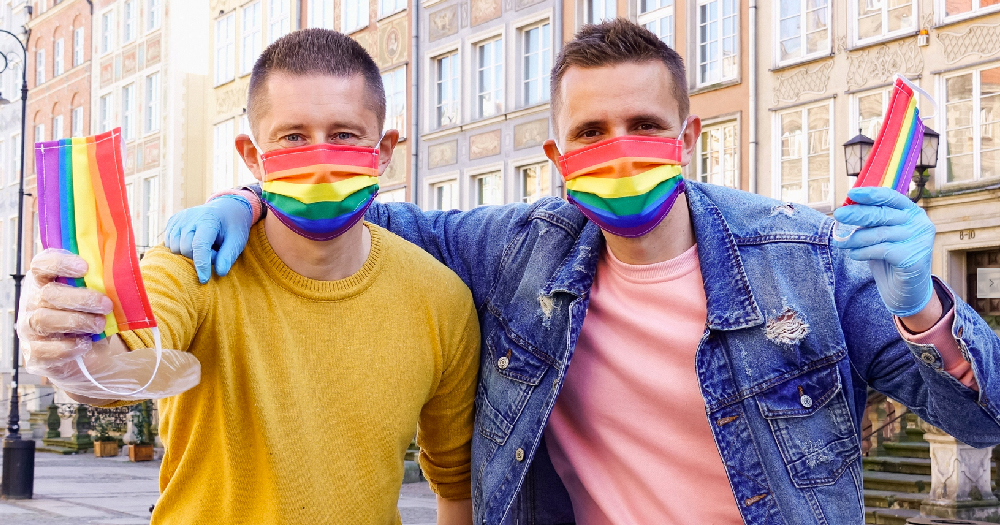 watch-polish-gay-couple-tackle-coronavirus-spread-and-homophobia-with-free-pride-facemasks