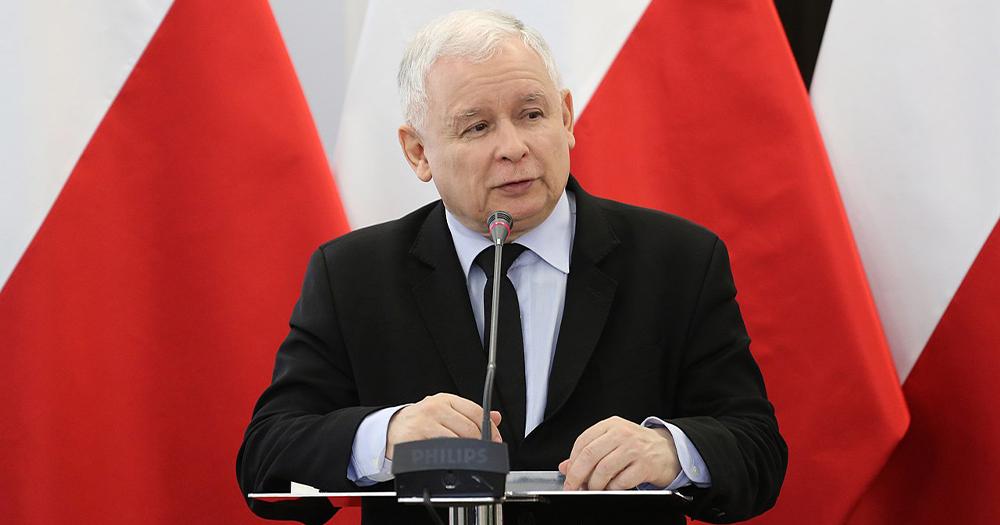 Ireland Jarosław Kaczyński An older man standing at a podium