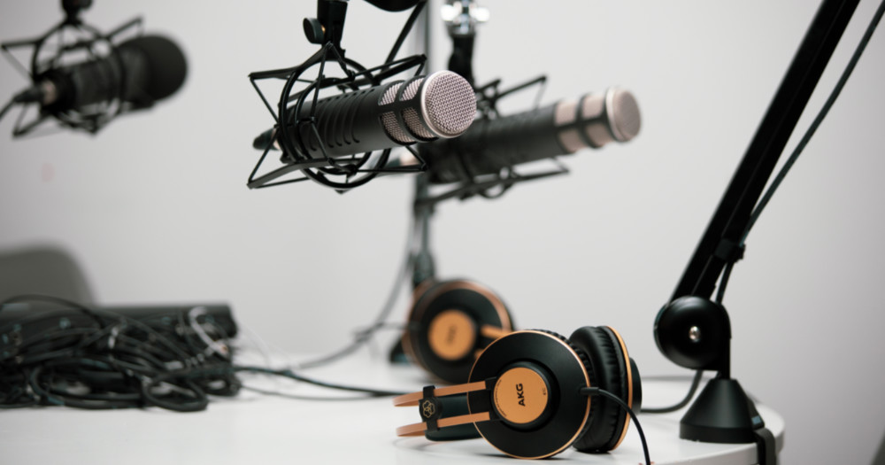 microphone and headphones, podcasts looking for guests willing to share their eating disorder story
