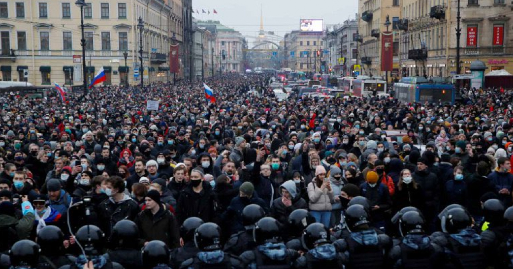 Large gathering of people for protests against Putin