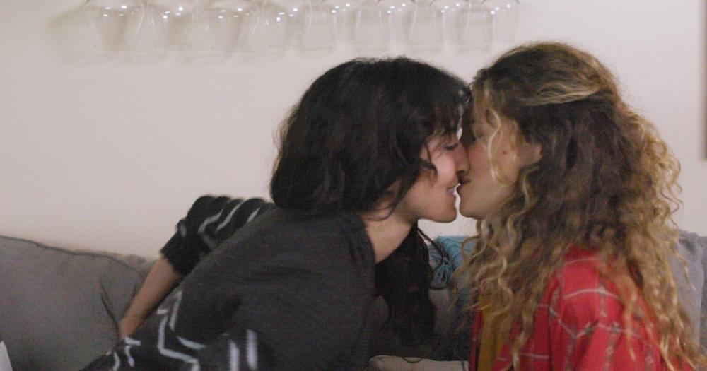 director jenna laurenzo kissing in short girl night stand