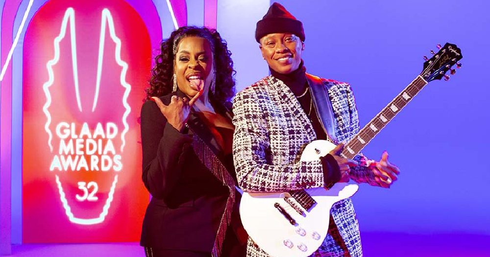 Two musicians posing at an award show
