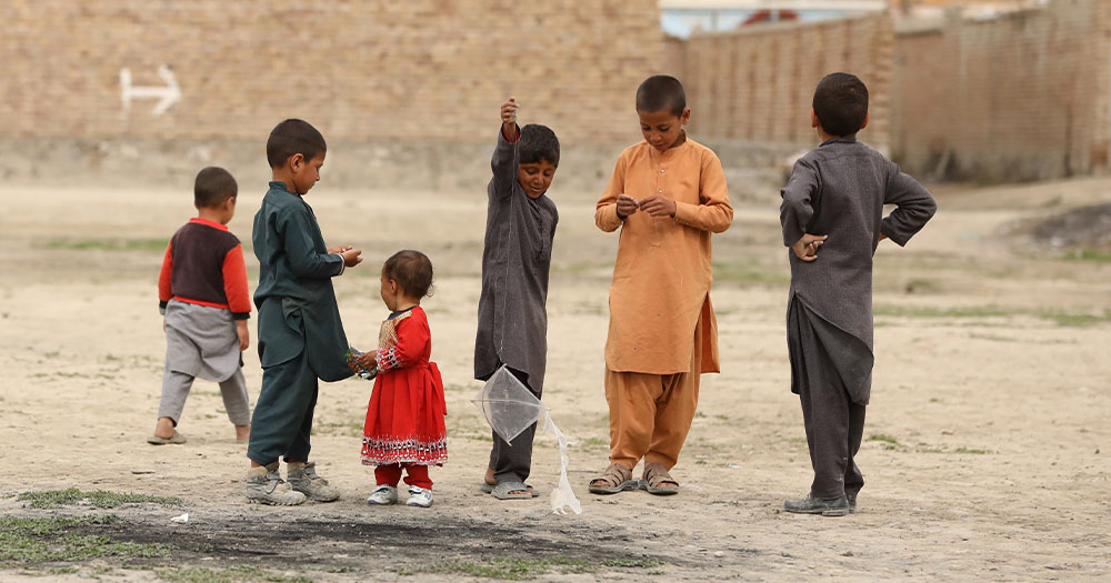 A group of 5 children playing in Afghanistan